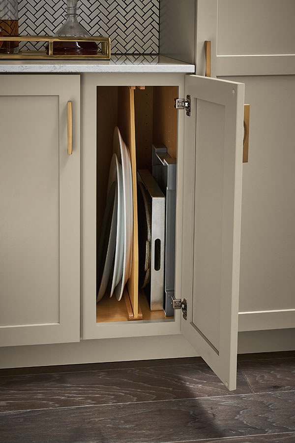 /-/media/kemper/products/cabinet_interiors/woodtraydivider.jpg