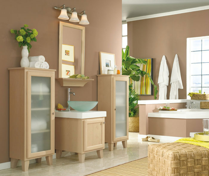 Maple bathroom vanity and cabinets by Kemper Cabinetry